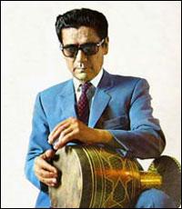 استاد حسین تهرانی در حای نواختن تمبک