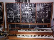 نمونه Synthesizer معروف به Mooge در دهه 70