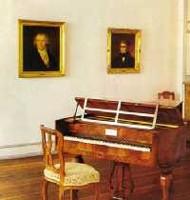 یکی از پیانوهای بتهوون که هم اکنون در موزه نگهداری می شود