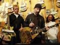 گیتار گروه U2 در حراج بفروش رفت