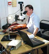 ویولون مسیح در حال آزمایش محققان
