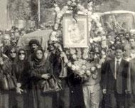 تصویری از تشیع جنازه مرتضی حنانه <br> (تصویر از وبلاگ امیرعلی حنانه)