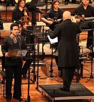 ارکستر سیمرغ به رهبری هومن خلعتبری با آواز همایون شجریان