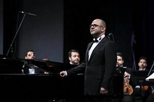 پویان آزاده و ارکستر ملی <br> (تصویر از شهاب الدین قیومی سایت خبرگزاری مهر)