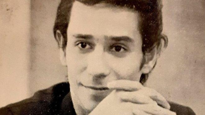 فرشاد سنجری در سالهای آغازین فعالیت در ایران عکس از کتاب «موسیقیدانان ایرانی» نوشته پژمان اکبرزاده